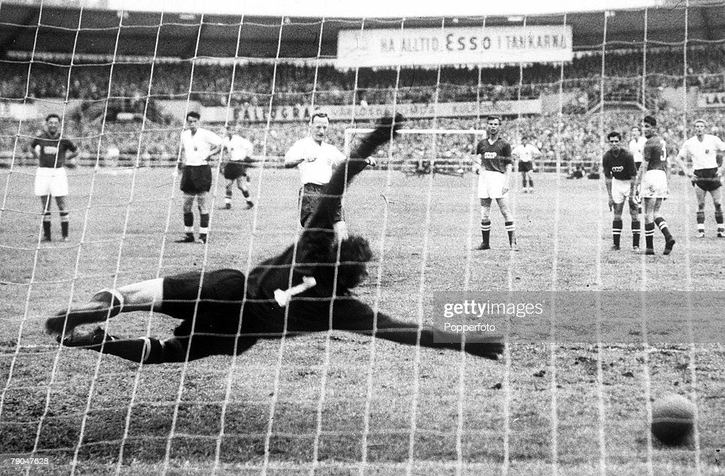 World Cup Finals. 1958. Gothenburg, Sweden. 8th June, 1958. England 2 v Soviet Union 2. England's Tom Finney strikes his penalty kick past diving Soviet goalkeeper Lev Yashin to level the scores at 2-2 during their Group Four match . : News Photo