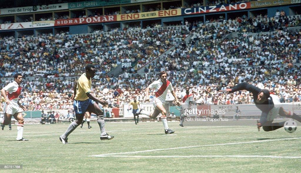 1970 World Cup Finals, Guadalajara, Mexico 14th June, 1970. Brazil 4 v Peru 2. Brazil's Pele shoots at goal as Peruvian goalkeeper Luis Rubinos dives across and defenders run back. : News Photo