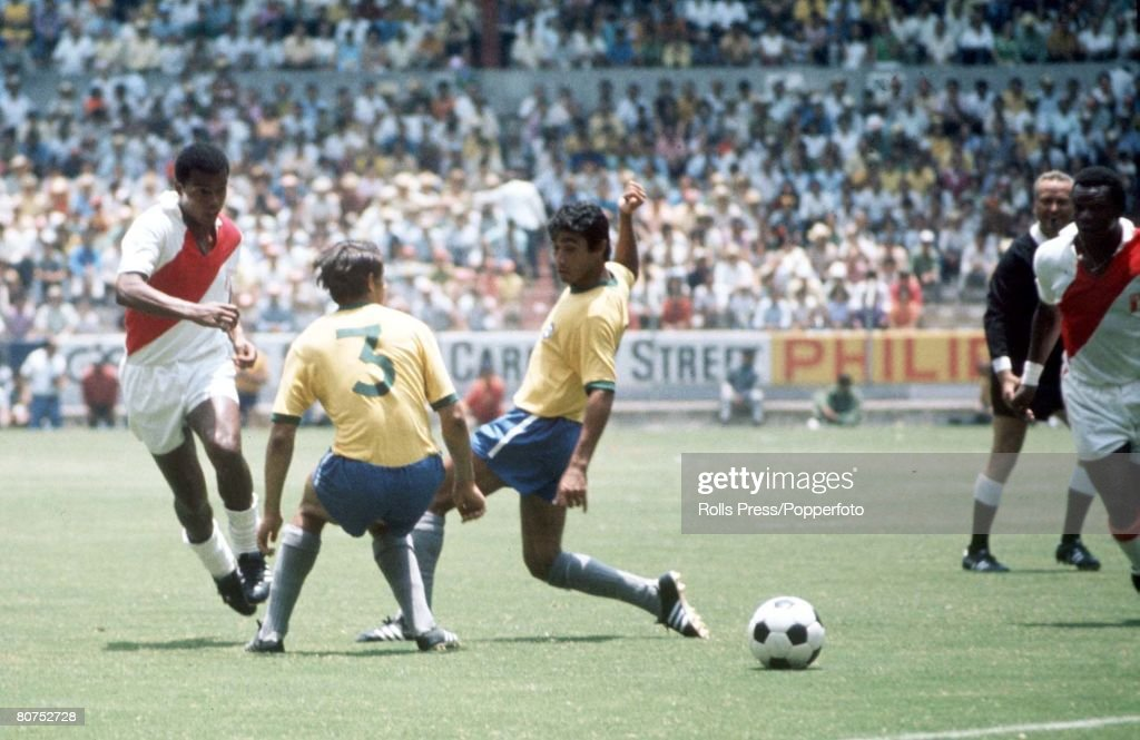1970 World Cup Finals, Guadalajara, Mexico 14th June, 1970. Brazil 4 v Peru 2. Peru's Teofilo Cubillas passes the ball to a teammate through the challenges of Brazilian defenders Piazza (3) and Clodoaldo during the two team's quarter-final match. : News Photo