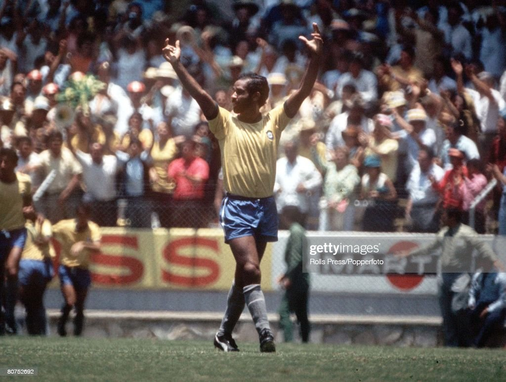 """1970 World Cup Finals Guadalajara, Mexico 7th June, 1970. England 0 v Brazil 1. Brazilian defender Brito raises his arms in celebration after teammate Jairzinho scored the only goal of the game to settle the """"Clash Of Champions"""" in their Group Three matc : ニュース写真"""