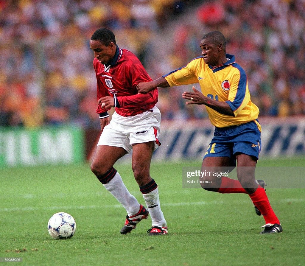 1998 World Cup Finals. Lens, France. 26th June, 1998. England 2 v Colombia 0. England's Paul Ince is held back by Colombia's Leider Preciado. : News Photo