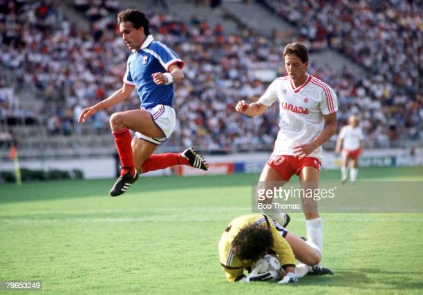 World Cup Finals Leon Mexico 1st June France 1 v Canada 0 France's Thierry Tusseau hurdles his goalkeeper Joel Bats as Canada's Igor Vralic looks on