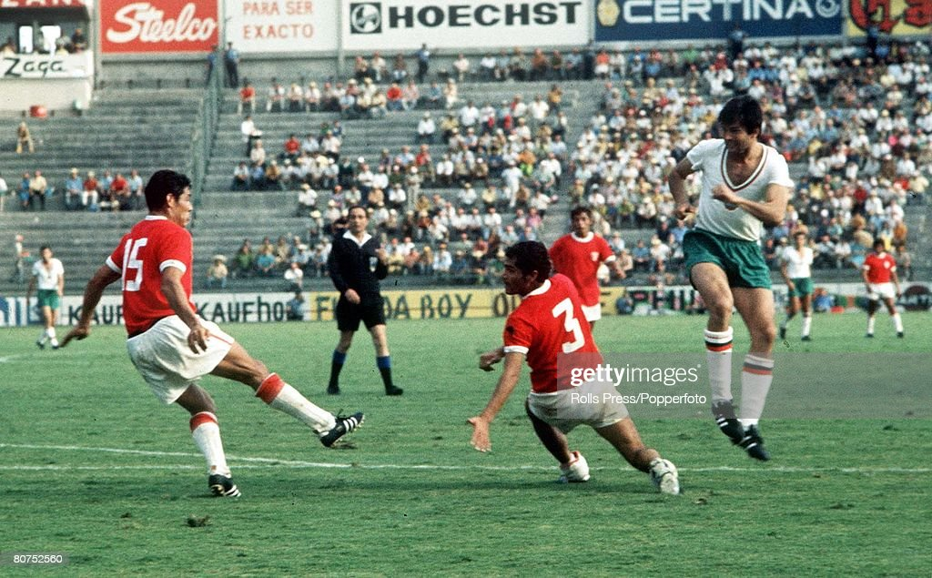 1970 World Cup Finals Leon. Mexico. 2nd June, 1970. Peru 3 v Bulgaria 2. Peruvian defenders Javier Gonzalez (15) and Oscar De La Torre try to clear the ball from a Bulgarian attacker during the two teams' Group Four match : News Photo