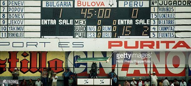 World Cup Finals Leon Mexico 2nd June Peru 3 v Bulgaria 2 The scoreboard shows the half time score during the two teams' Group Four match