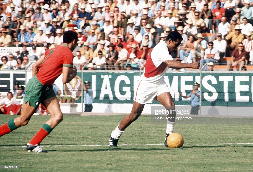 1970 World Cup Finals Leon, Mexico. 6th June, 1970. Peru 3 v Morocco 0. Peruvian attacker Toefilo Cubillas gets away from a Moroocan defender during the two teams's Group Four match. : News Photo