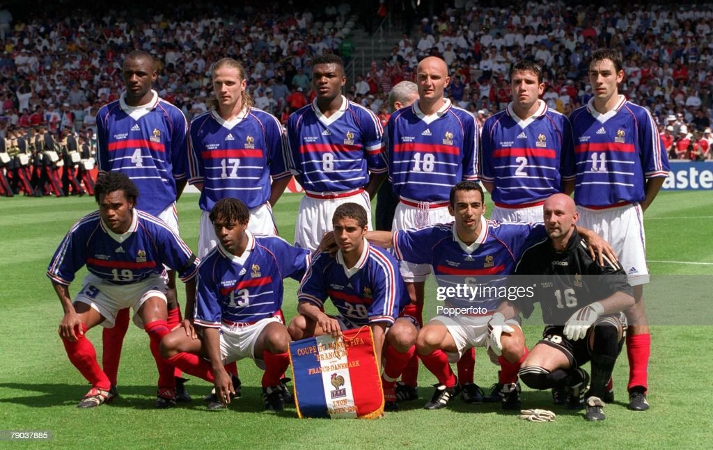 1998 World Cup Finals. Lyon, France. 24th June, 1998. France 2 v Denmark 1. The French team group. : Photo d'actualité