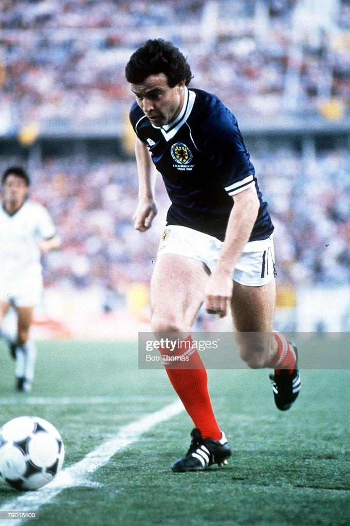 1982 World Cup Finals. Malaga, Spain. 15th June, 1982. Scotland 5 v New Zealand 2. Scotland's John Robertson. : News Photo