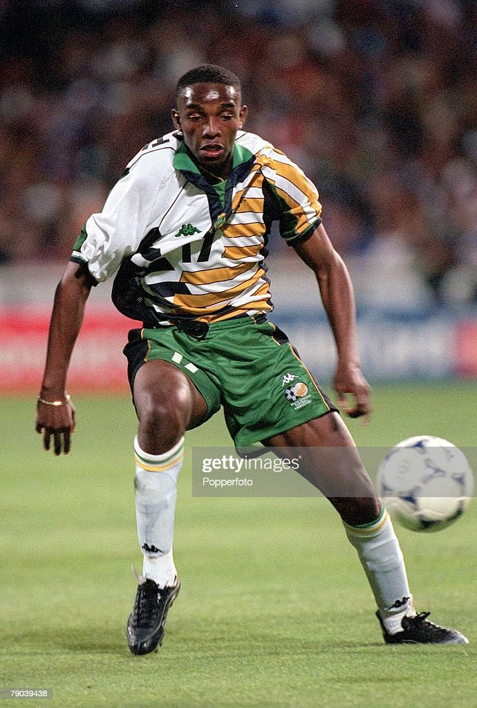 1998 World Cup Finals. Marseille, France. 12th JUNE 1998. France 3 v South Africa 0. South Africa's Benedict McCarthy. : Photo d'actualité