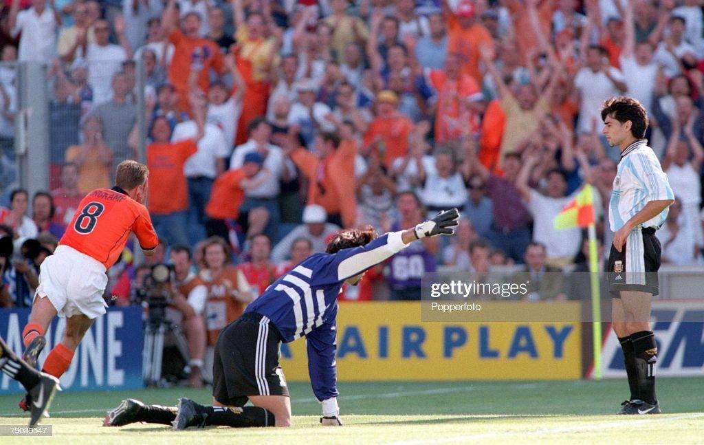 1998 World Cup Finals. Marseille, France. Quarter-Final. 4th JULY 1998. Holland 2 v Argentina 1.Holland's Dennis Bergkamp runs away after scoring the winning goal. : News Photo