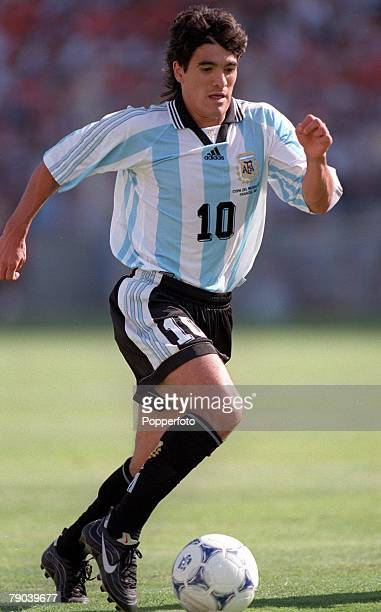 World Cup Finals Marseille France QuarterFinal 4th JULY 1998 Holland 2 v Argentina 1Argentina's Ariel Ortega runs with the ball