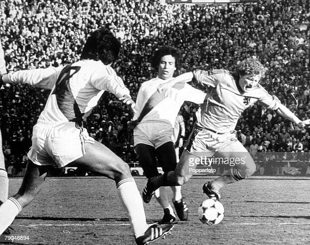 World Cup Finals Mendoza Argentina11th June Holland 0 v Peru 0 Holland's Wim Jansen gets away from Peruvian players during their Group Four match