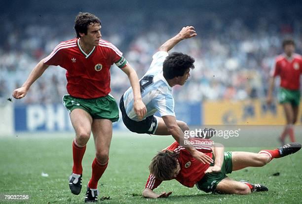 World Cup Finals Mexico City Mexico 10th June Argentina 2 v Bulgaria 0 Argentina's Claudio Borghi in a fierce clash with Bulgaria's Gheorgi Dimitrov...