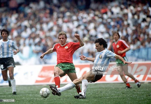 World Cup Finals Mexico City Mexico 10th June Argentina 2 v Bulgaria 0 Argentina's Jose Cuciuffo moves in to challenge Bulgaria's Plamen Getov for...