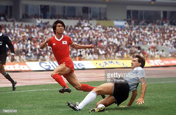 World Cup Finals Mexico City Mexico 2nd June Argentina 3 v South Korea 1 Argentina's Oscar Garre tries to tackle South Korea's Byung Joo Byun