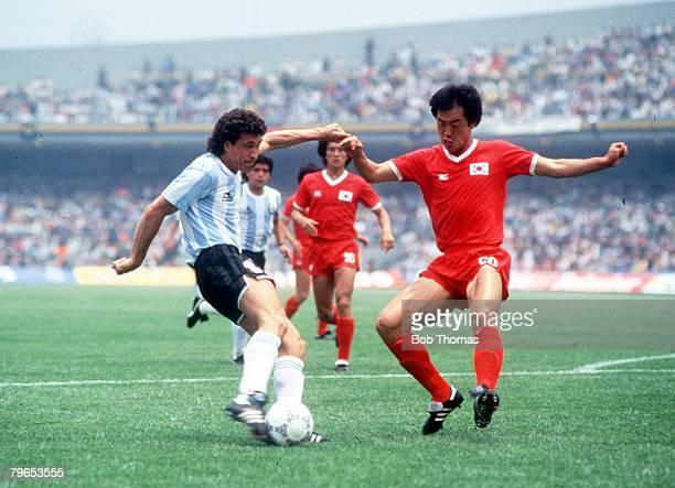 World Cup Finals Mexico City Mexico 2nd June Argentina 3 v South Korea 1 Argentina's Jorge Valdano shoots past South Korea's Yong Se Kim to score a...