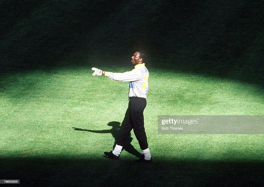 1990 World Cup Finals, Milan, Italy, 8th June, 1990, Argentina 0 v Cameroon 1, Cameroon goalkeeper Thomas N'Kono : News Photo
