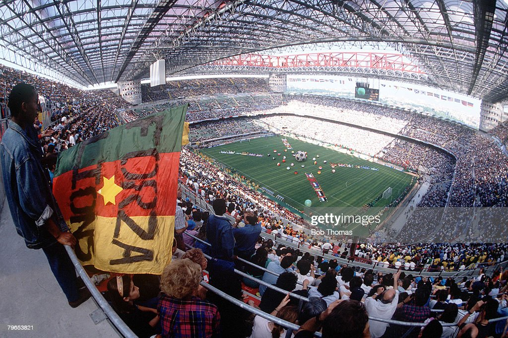 1990 World Cup Finals, Milan, Italy, 8th June, 1990, Opening Ceremony, A general view shows a packed San Siro Stadium before the ceremony : Fotografía de noticias