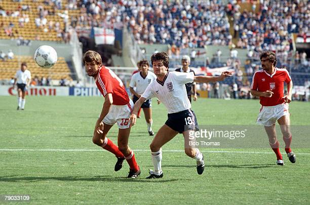 World Cup Finals Monterrey Mexico 11th June England 3 v Poland 0 England's Steve Hodge watches the ball with Poland's Stefan Majewski