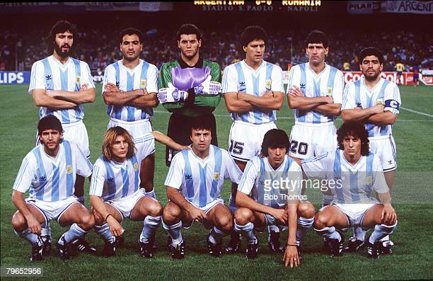 World Cup Finals Naples Italy 18th June Argentina 1 v Romania 1 Argentina pose for a team group picture before the match