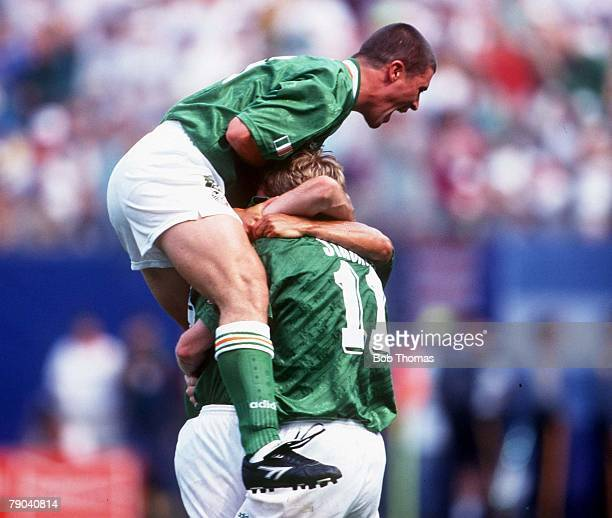 World Cup Finals, New York, USA, 18th June 1994, Ireland 1 v Italy 0, Ireland's Keane and Staunton celebrate Ray Houghton's goal