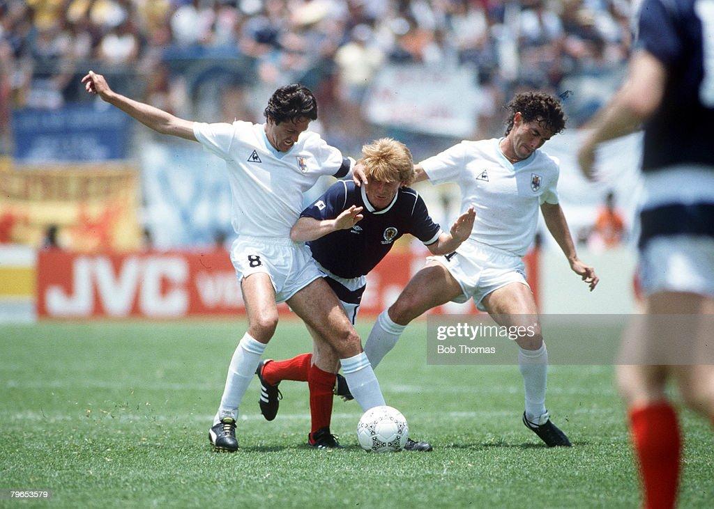 1986 World Cup Finals, Neza, Mexico, 13th June, 1986, Uruguay 0 v Scotland 0, Uruguay's Jorge Barrios battles for the ball with Scotland's Gordon Strachan : News Photo