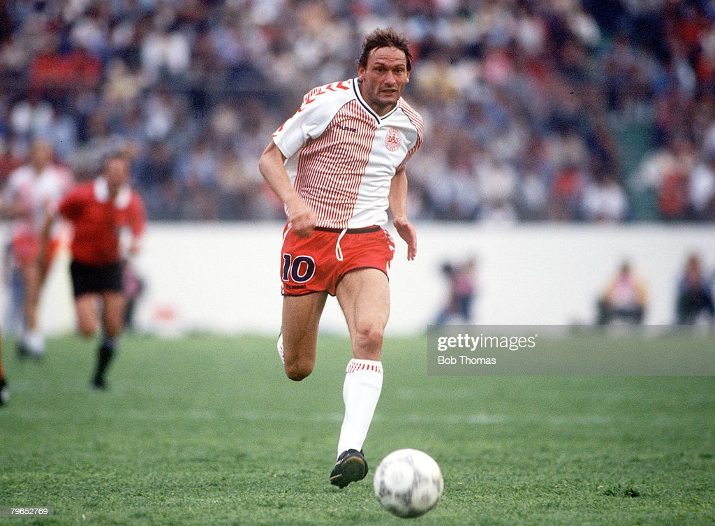 1986 World Cup Finals, Neza, Mexico, 4th June, 1986, Denmark 1 v Scotland 0, Denmark's Preben Elkjaer on the ball : News Photo
