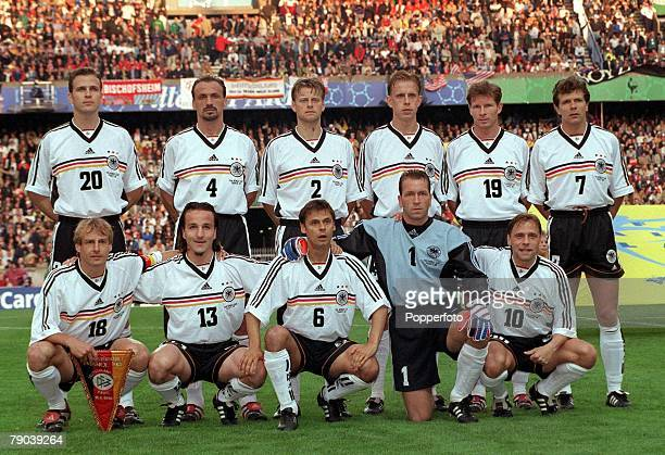 World Cup Finals Paris France 15th JUNE 1998 Germany 2 v USA 0 Germany pose for a team group before the match