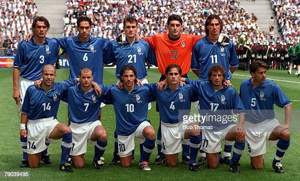 World Cup Finals Paris France 23rd JUNE 1998 Italy 2 v Austria 1 The Italy team lineup for a group photograph