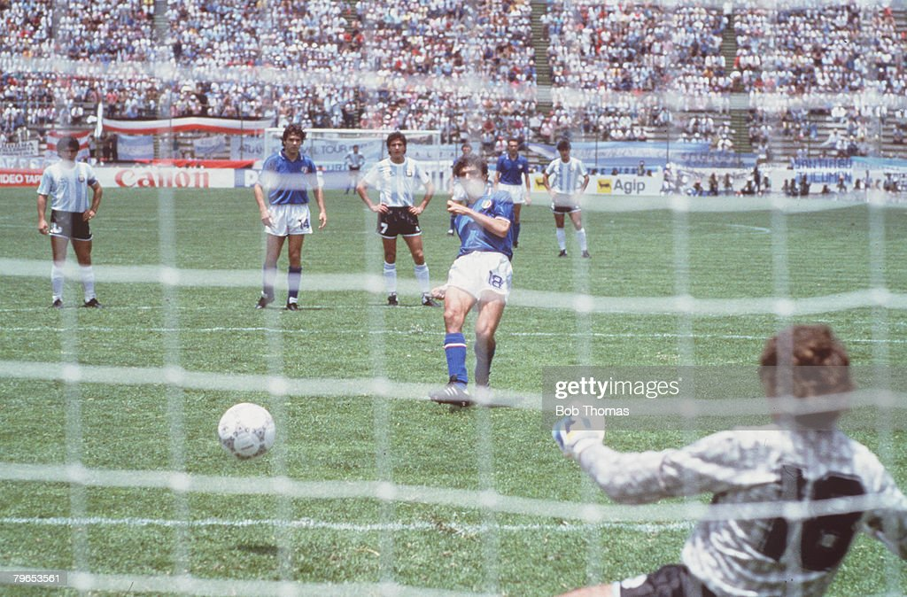 1986 World Cup Finals, Puebla, Mexico, 5th June, 1986, Italy 1 v Argentina 1, Italy's Alessandro Altobelli scores his side's goal from the penalty spot past Argentina goalkeeper Pietro Vierchowod : News Photo