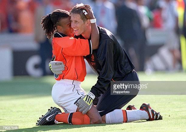 World Cup Finals Quarter Final Marseille France 4th JULY 1998 Argentina 1 v Holland 2 Holland's Edgar Davids celebrates with goalkeeper Edwin Van Der...