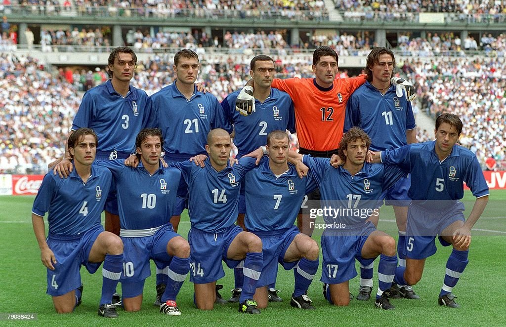 1998 World Cup Finals. Quarter Final. Paris, France. France 0 v Italy 0 (France win 4-3 on penalties). 3rd July, 1998. Italy team group. : Photo d'actualité