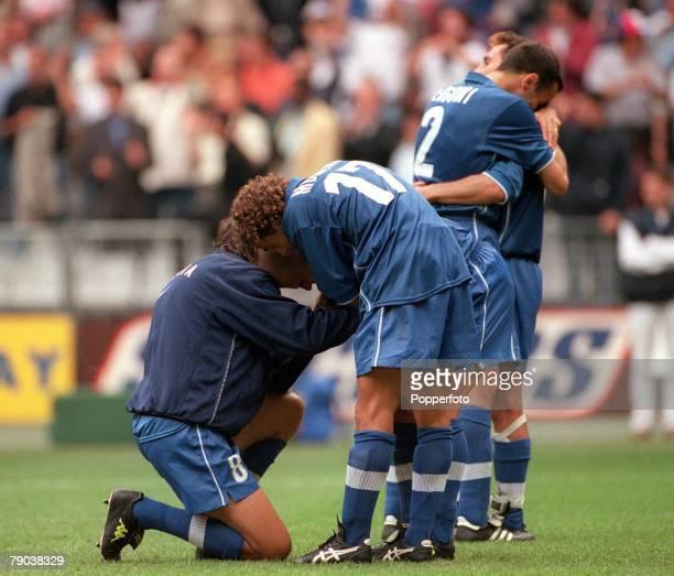 World Cup Finals, Quarter Final, Paris, France, France 0 v Italy 0 , Italy despair at losing, Dino Baggio , Moriero & Di Biaggio who missed the last...