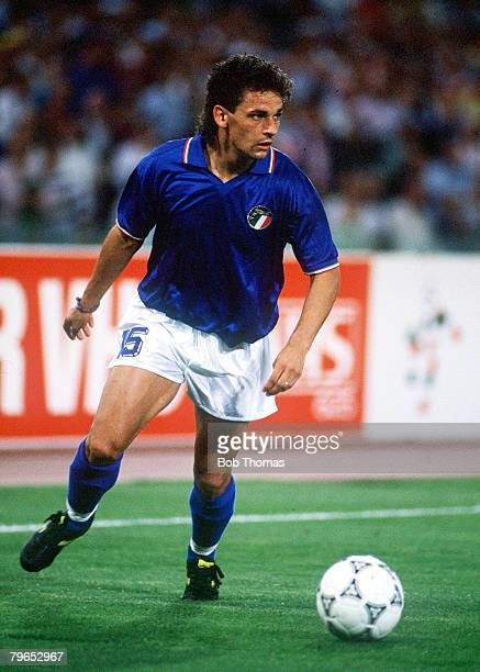 World Cup Finals Rome Italy 19th June Italy 2 v Czechoslovakia 0 Italy's Roberto Baggio on the ball