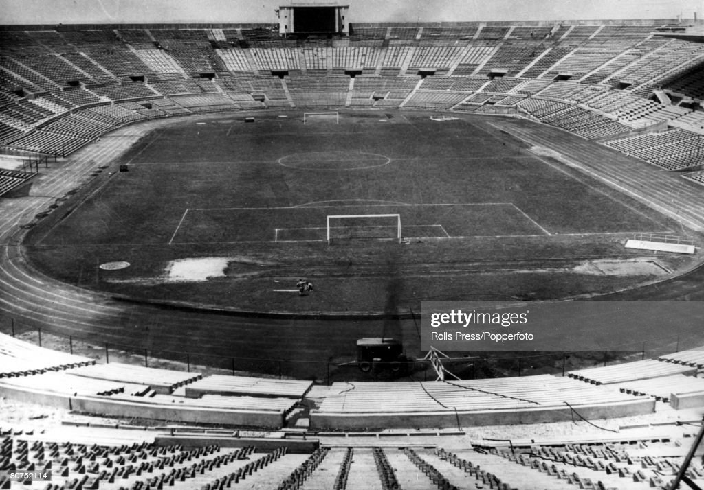 World Cup Finals, 1962 Santiago, Chile. An exterior view of the 80,000 capacity National Stadium, built for the 1962 World Cup. : Foto jornalística