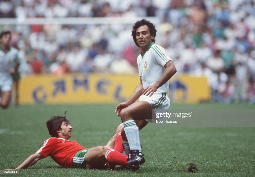 World Cup Finals, Second Phase, Azteca Stadium, Mexico, 15th June, 1986, Mexico 2 v Bulgaria 0, Bulgaria's Radoslav Zdravkov tackles Mexico's Hugo Sanchez