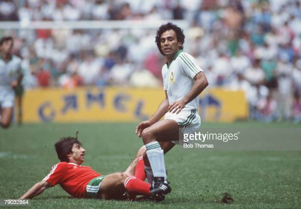 World Cup Finals Second Phase Azteca Stadium Mexico 15th June Mexico 2 v Bulgaria 0 Bulgaria's Radoslav Zdravkov tackles Mexico's Hugo Sanchez