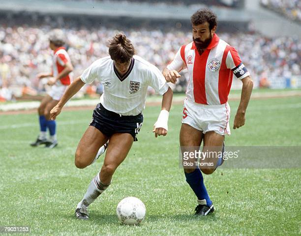 World Cup Finals Second Phase Azteca Stadium Mexico 18th June England 3 v Paraguay 0 England's Gary Lineker battles for the ball with Paraguay's...