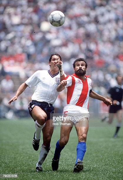 World Cup Finals Second Phase Azteca Stadium Mexico 18th June England 3 v Paraguay 0 England's Gary Lineker in a race for the ball with Paraguay's...