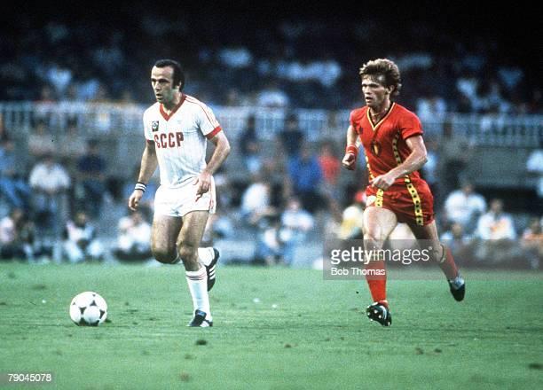 World Cup Finals Second Phase Barcelona Spain 1st July USSR 1 v Belgium 0 USSR's Ramaz Shengelia is chased by Belgium's Frank Vercauteren