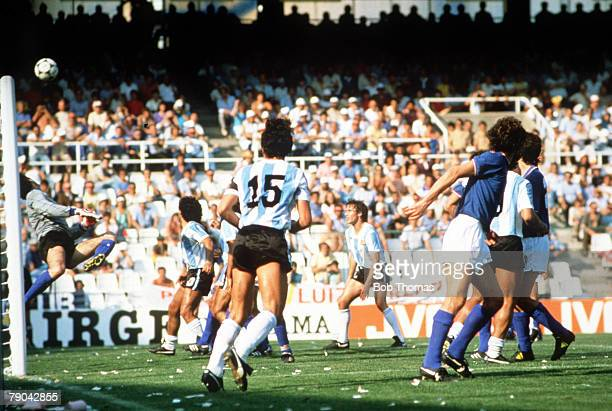 World Cup Finals Second Phase Barcelona Spain 29th June Italy 2 v Argentina 1 Italian goalkeeper Dino Zoff saves a header from Argentina's Daniel...
