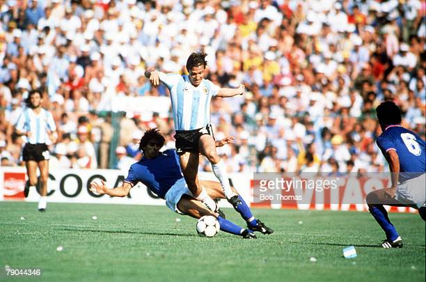 World Cup Finals Second Phase Barcelona Spain 29th June Italy 2 v Argentina 1 Argentina's Daniel Bertoni is tackled by Italy's Bruno Conti