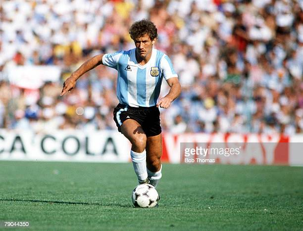 World Cup Finals Second Phase Barcelona Spain 29th June Italy 2 v Argentina 1 Argentina's Gabriel Calderon