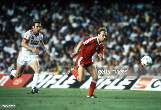 World Cup Finals Second Phase Barcelona Spain 4th July Poland 0 v USSR 0 Poland's Andre Buncol outruns USSR's Tengiz Sulakvelidze