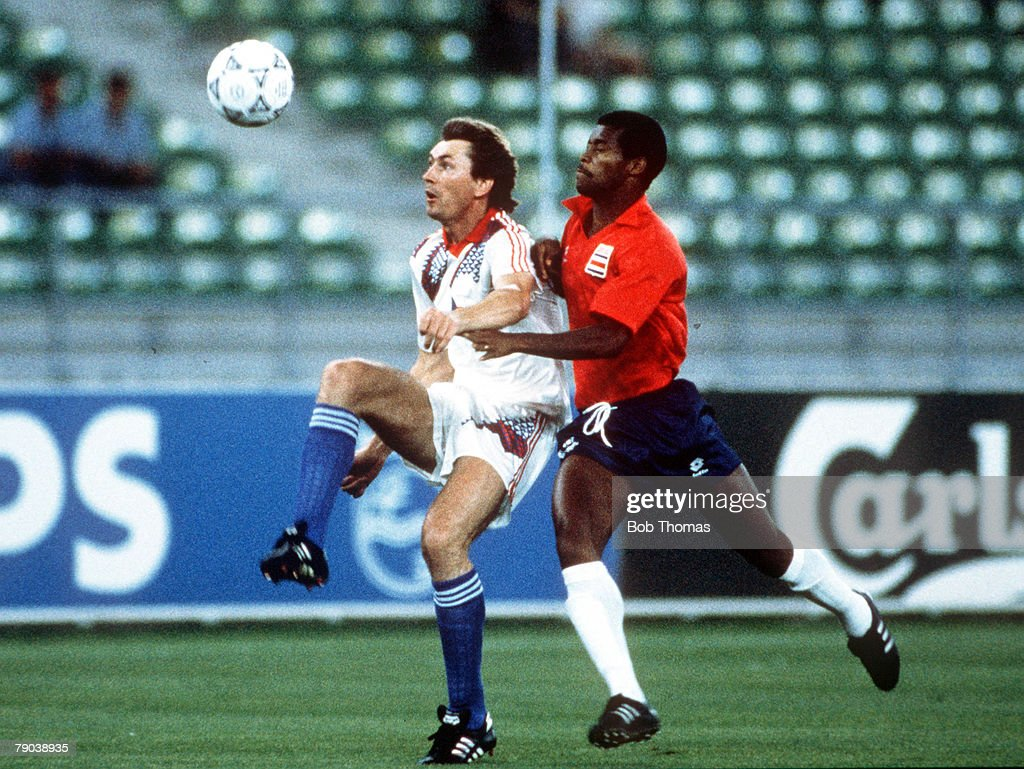 1990 World Cup Finals. Second Phase. Bari, Italy. 23rd June, 1990. Czechoslovakia 4 v Costa Rica 1. Czechoslovakia's Jan Kocian is chased for the ball by Costa Rica's Juan Cayasso. : News Photo
