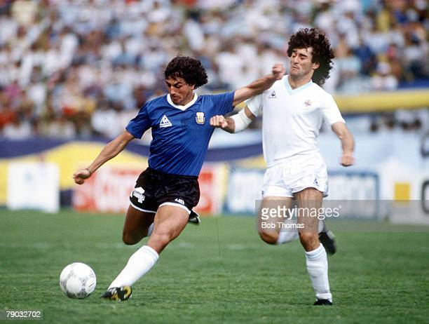 World Cup Finals Second Phase Puebla Mexico 16th June Argentina 1 v Uruguay 0 Uruguay's Dario Pereyra battles for the ball with Argentina's Ricardo...