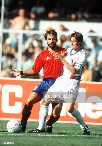 World Cup Finals Second Phase Verona Italy 25th June Yugoslavia 2 v Spain 1 Spain's Martin Vazquez battles for the ball with Yugoslavia's Dragan...