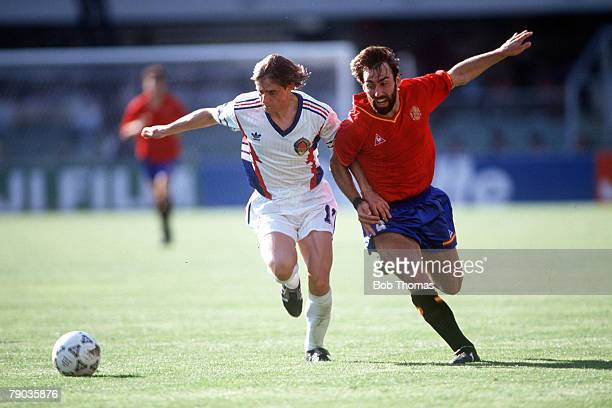 World Cup Finals Second Phase Verona Italy 26th June Yugoslavia 2 v Spain 1 Spain's Martin Vazquez battles for the ball with Yugoslavia's Dragan...