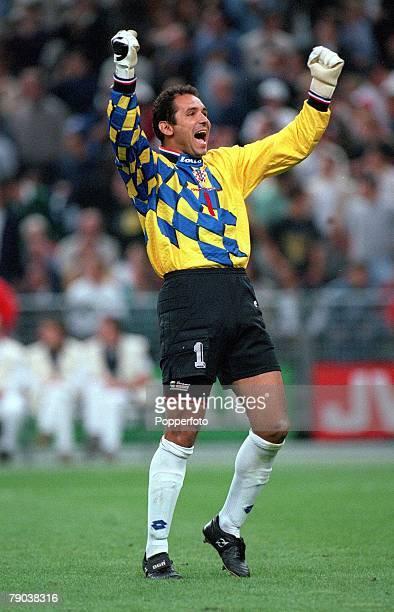 World Cup Finals, St, Denis, France, Semi-Final, 8th July France 2 v Croatia 1, Croatian goalkeeper Drazen Ladic celebrates Davor Suker's goal