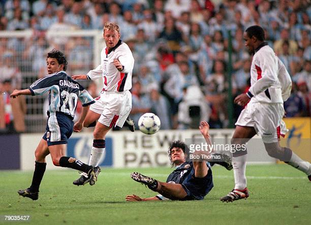World Cup Finals St Etienne France 30th June England 2 v Argentina 2 England's David Batty and Paul Ince battle in midfield with Argentina's Marcelo...