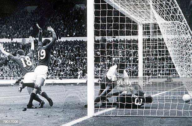 World Cup Finals Third Place PlayOff Wembley Stadium England 28th July Portugal 2 v Soviet Union 1 Soviet Union's Anatoliy Banishevskiy and Eduard...
